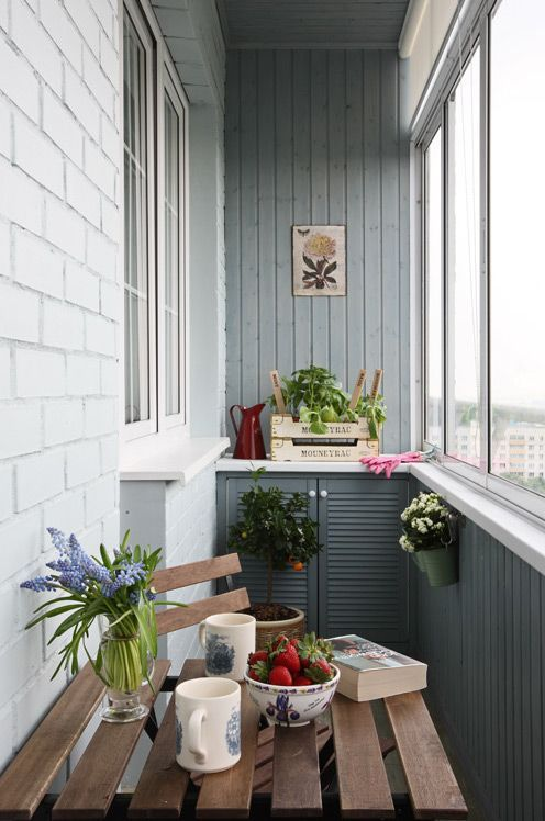 Фото отделки балкона лиственницей