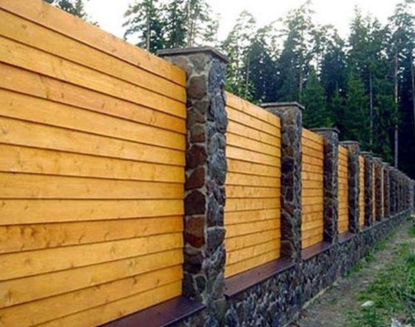 Красивый забор из лиственницы